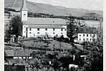 4. KOSTEL.Farní kostel sv. Kateřiny, který byl postaven v letech 17851788, se dostal i na pečetidlo obce z roku 1790.