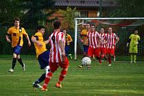 Fotbalisté Podlesí (červenobílé dresy) doma prohráli se Štítnou po penaltách 1:2.