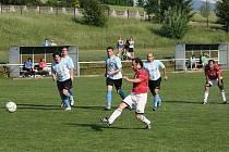 Fotbalisté Zašové (červené dresy) doma porazili Jablůnku 3:0.