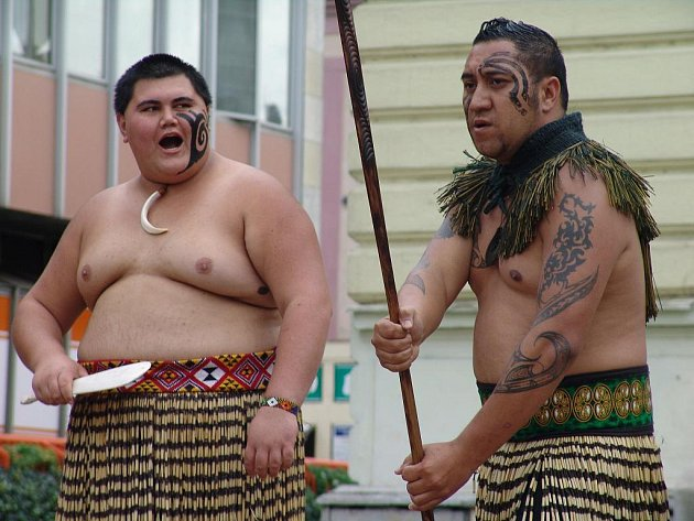 Před Vsetínskou radnicí zatančili ve středu tanečníci z Nového Zélandu.