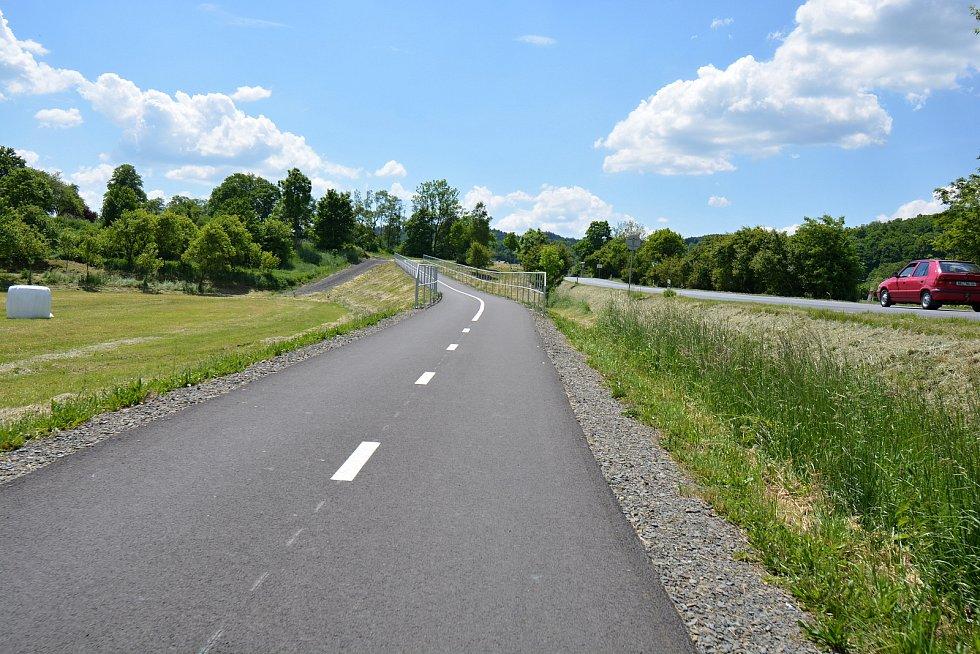 I. etapa cyklostezky Bevlava vede ze Vsetína přes Ústí, Leskovec, Valašskou Polanku do Lužné. Rovina před Valašskou Polankou, 10.6.2021.