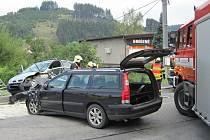 V Huslenkách na Vsetínsku se v pondělí 29. srpna 2016 dopoledne čelně srazila dvě osobní auta. Na vině byla zřejmě únava