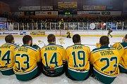 Šesté kolo kvalifikace o WSM ligu, zápas mezi týmy HC Vlci Jablonec nad Nisou a VHK ROBE Vsetín, se odehrálo 13. dubna na zimním stadionu v Jablonci nad Nisou. Na snímku radost hokejistů Vsetína.