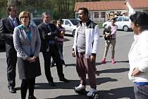 Ministryně Karla Šlechtová při návštěvě lokality Poschla u Vsetína; pátek 22. dubna 2016