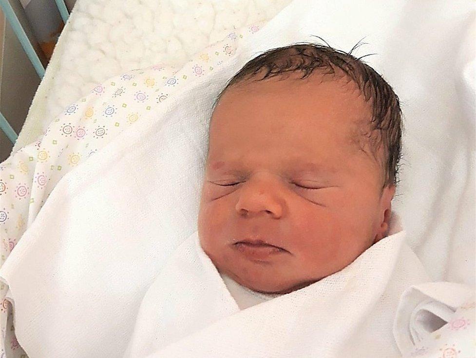 Rozálie Gajdošová, Kunovice, narozena 6. dubna 2021 ve Valašském Meziříčí, míra 48 cm, váha 2510 g