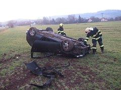 Nehoda nissanu ve Valašském Meziříčí