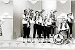DECHOVKA V TELEVIZI. V 80. letech (snímek je z roku 1982) natočila Dechová hudba Polančanka tři pořady pro ČST Ostrava a dva pořady pro brněnské studio Českého rozhlasu. Hrála i v zahraničí: Německu, Rakousku, Irsku a Chorvatsku.