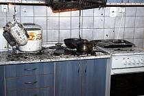 Požár kuchyně ohrožoval v neděli v pozdních večerních hodinách spící několikačlennou rodinu v ubytovně pro sociálně slabé ve Valašském Meziříčí.