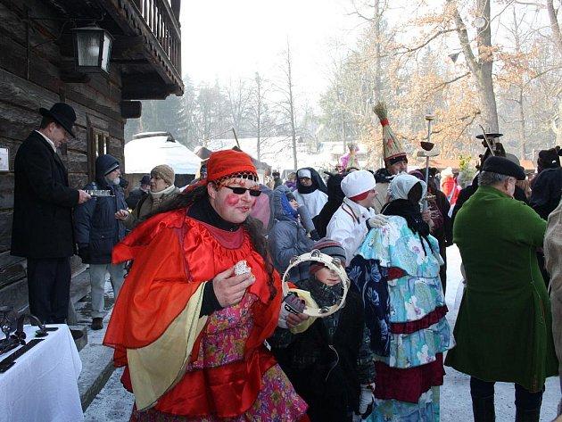 Tuto sobotu se v rožnovském skanzenu konalo tradiční masopustní veselí.