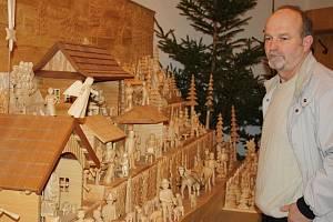 Lidé si na Hovězí mohou prohlédnout největší valašský betlém.