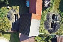 Archeologický průzkum v Kelči - Letecký pohled na obě sondy. V druhé etapě, po asanaci budov, se bude zkoumat i prostor mezi nimi