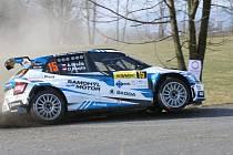 Zlínský Adam Březík na trati 39. ročníku Valašské rally. Po sobotě je na výborné čtvrté příčce.