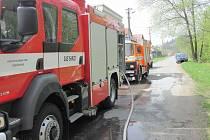 Na požár garáže upozornila majitele sousedka