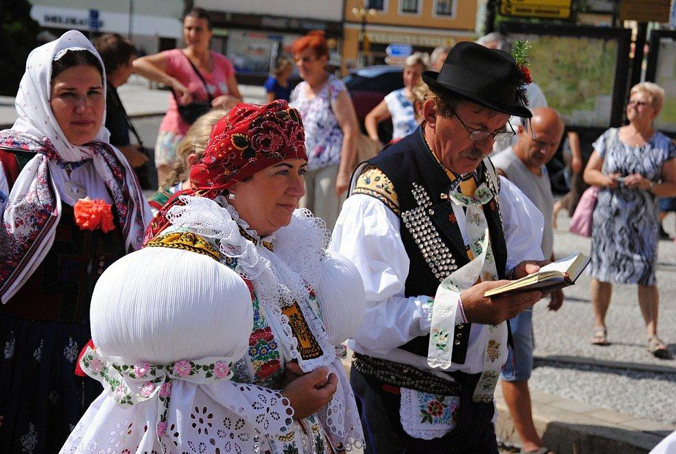 Tradiční krojovaná Anenská pouť v Rožnově pod Radhoštěm (na snímku manželé Ladislav a Emilia Fojtáchovi); sobota 27. července 2019