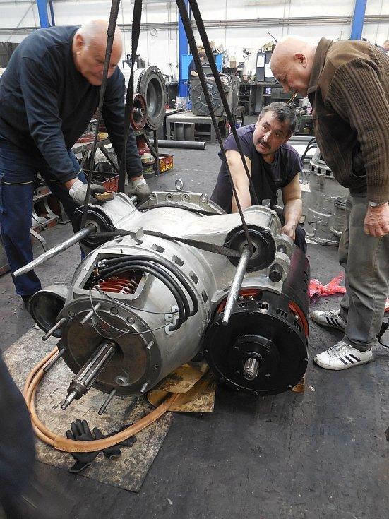 Motorový vůz M 290.002 známý jako Slovenská strela se dočkal v letech 2018-2020 opravy. Hnacího agregátu se ujala firma Mezopravna Vsetín. Kompletace pohonu - pan Bajza, Vlček, Trochta
