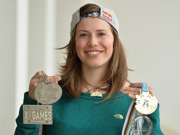 Eva Samková se svou medailovou sbírkou.