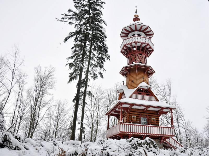 Rožnovská radnice nechala pokácet stromy kolem Jurkovičovy rozhledny na Karlově kopci. Bránily ve výhledu.