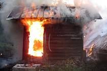 Požár chaty ve Valašském Meziříčí-Podlesí