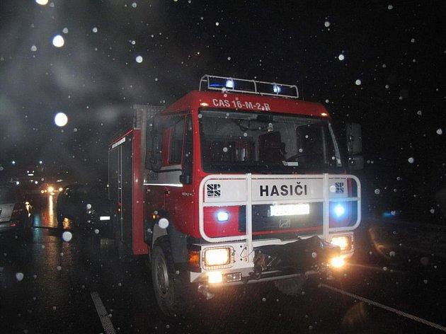 Požár dálkového autobusu na rozhraní obcí Bílá a Horní Bečva.