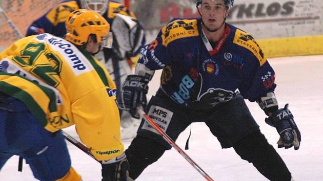 Hokejoví Bobři (v modrém)