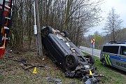 Nehoda osobního vozu Audi u Lužné na Hornolidečsku v pátek 12. dubna 2019