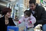 V Masarykově veřejné knihovně zahájili v pondělí 24. února 2014 projekt s názvem Malý pokus o pomoc. Jeho cílem je celkem na čtyřech sběrných místech nashromáždit co nejvíce vysloužilých mobilních telefonů.