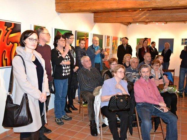 Vernisáž obrazů zlínského malíře Františka Květoně v galerii Informačního centra Zvonice na Soláni.