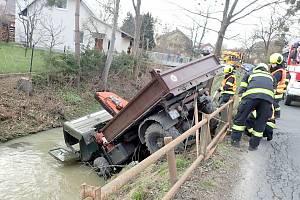 Nehoda nákladního auta v Tylovicích - 21. 4. 2021