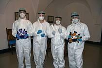 Na valašskomeziříčské radnici otestovali v pátek 12. března 2021 antigenními testy 168 zaměstnanců. Všichni byli negativní.