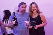 Vsetínská šansoniérka Kateřina Mrlinová pokřtila 13. června 2019 na vsetínském zámku debutové album s názvem Život je chlap. Kmotrem byl Dušan Trličík.