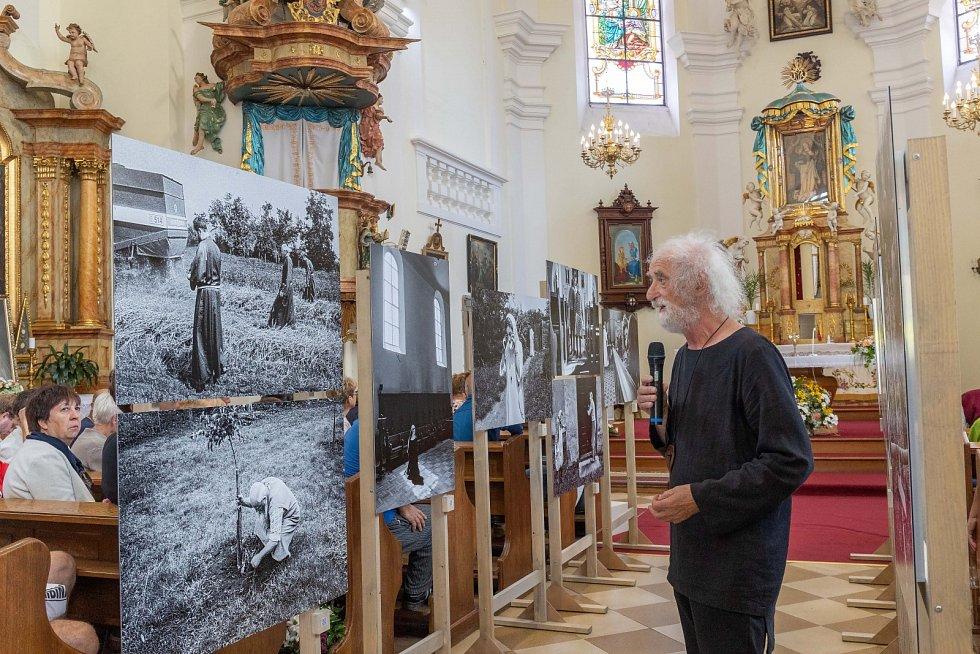Vernisáž výstavy fotografa Jindřicha Štreita v Zašové