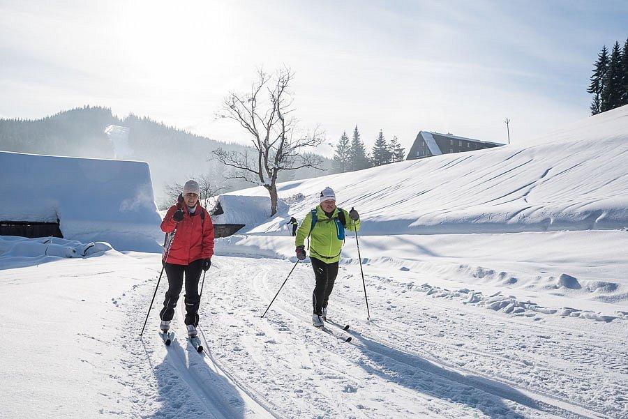 Ideální podmínky, jaké mnozí běžkaři nepamatují, panují vsoučasné době ve Velkých Karlovicích.