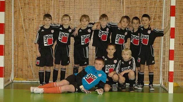 Starší přípravka FC Velké Karlovice+Karolinka na turnaji vyhrála dva zápasy a nakonec se umístila na sedmé příčce.