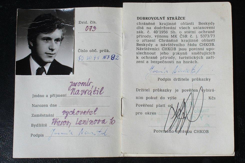 Jaromír Navrátil je dobrovolným strážcem CHKO Beskydy. Pulčínské skály mu učarovaly už v dětství. Je i okolí chrání už přes čtyřicet let. První průkaz z 2. ledna 1985, kdy se stal strážcem.