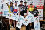 Nejlepší tři muži (Jan Jobánek, Petr Šťastný, Michael Zeťák) a tři ženy (Lucie Skřivánková, Svatava Kučná, Radka Pospíšilová) na stupních vítězů po úspěšném dokončení cyklistického závodu Bike Valachy 2019; Velké Karlovice, sobota 15. června 2019