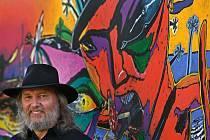 Malíř Boris Jirků zahájil v úterý 23. srpna společně se svou dcerou Adélou Marií výstavu obrazů a grafik v Rožnově pod Radhoštěm.