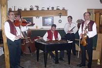 Cimbálová muzika Polajka.