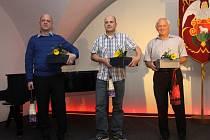 Bratři Zbyněk a Ondřej Václavíkovi a Jaroslav Krňa získali za 160 odběrů Zlatý kříž I. stupně. Jako poděkování dostali lístky na koncert a do kina a k tomu láhev červeného vína.