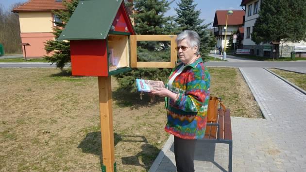 Sousedskou knihobudku mají již několik dní možnost využívat obyvatelé, ale i návštěvníci Horní Lidče.