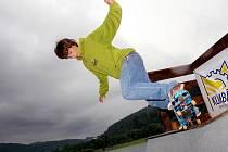 O rampu na skateboard se rozrostl sportovní areál u jezera Balaton v Novém Hrozenkově