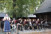 Husí paštika, polévka z husích jater i jehněčí guláš. Na těchto tradičních svatováclavských pokrmech si pochutnávali návštěvníci Valašského muzea v přírodě. V Dřevěném městečku se totiž v sobotu konaly oblíbené Svatováclavské hody.