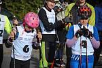 Sportovci na kolečkových lyžích na trati závodu z valašskomeziříčské části Bynina na kopec Vysoká u Lešné; sobota 12. října 2019