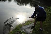 Noční rybářská soutěž ve valašskomeziříčské části Podlesí
