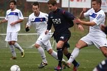 V dohrávce divize E Valašské Meziříčí (modré dresy) vyhrálo v Morkovicích 2:0.