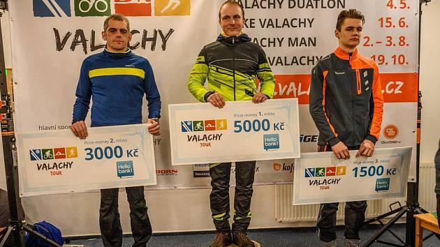 Noční stopa Valachy. Vítězové v kategorii muži.
