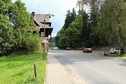 Po starém ubytovacím hostinci Na Vranči v Novém Hrozenkově už nezbyla ani památka. Dělníci stavbu byla zbourali, aby mohla začít příští rok rekonstrukce silnice.