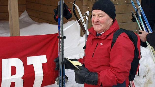 Valašská padesátka na běžkách. Ilustrační foto. Na snímku nejstarší účastník 69letý František Lašák st.