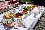 Férová snídaně přilákala v sobotu 11. května 2019 na nádvoří meziříčského zámku Žerotínů desítky lidí. Piknik pod širým nebem měl lidem objasnit zásady férového obchodu a vyzvat je k využívání lokálních a sezonních potravin.