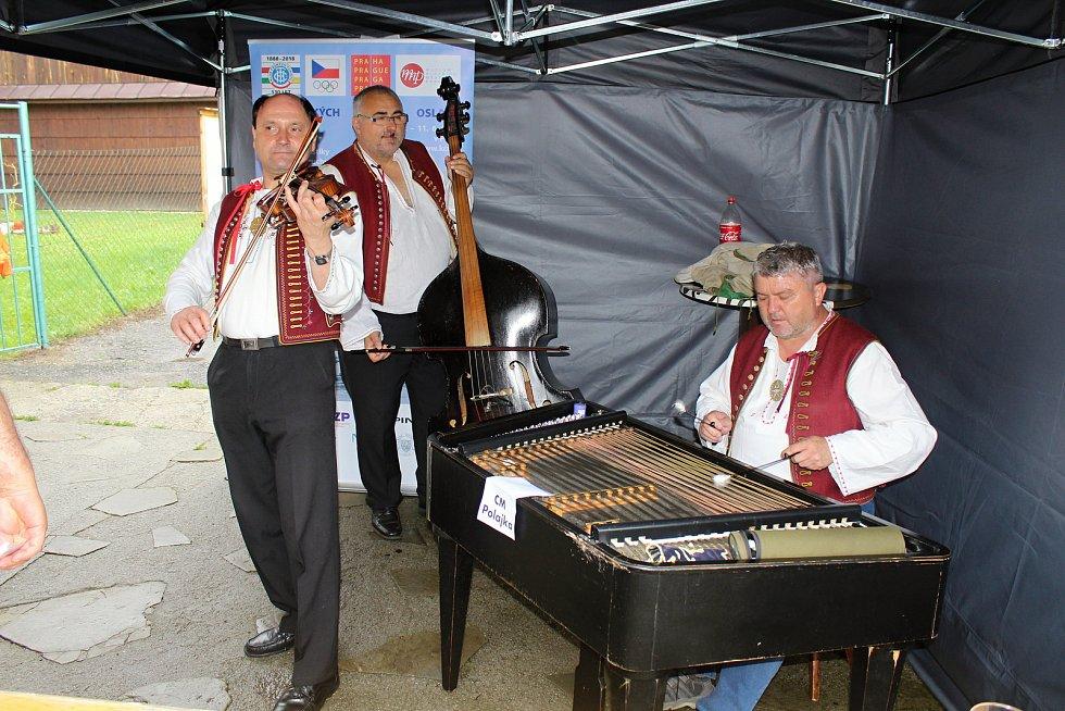 Ve čtvrtek 19. července 2018 si turisté, zástupci KČT, kraje, města Vsetín a okolních obcí připomněli 90. výročí otevření turistické chaty Vsacký Cáb. Výletníky vítala Cimbálová muzika Polajka.