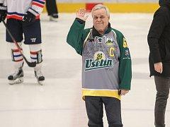 Bývalý trenér Vsetína Horst Valášek před sobotním zápasem s Třebíčí pozdravil zaplněný Lapač